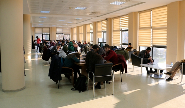 MEB'de 2 bin 400 öğretmen açığa alındı.