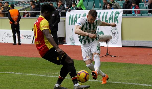 Konya'da hem kasaplık hem de futbolculuk yapıyor