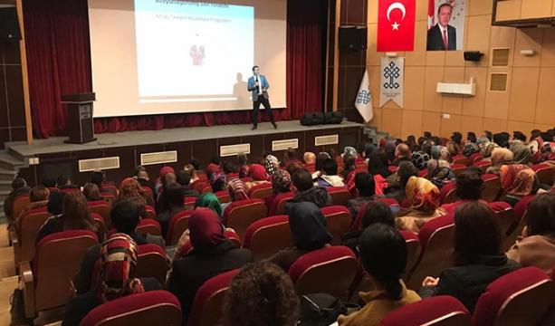 Karapınar'da öğretmenlere etkili iletişim üzerine konferans verildi