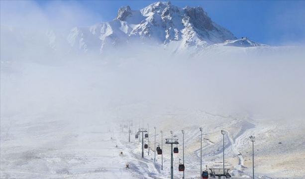 Erciyes Kayak Merkezi'nde kar kalınlığı 20 santimetreye ulaştı