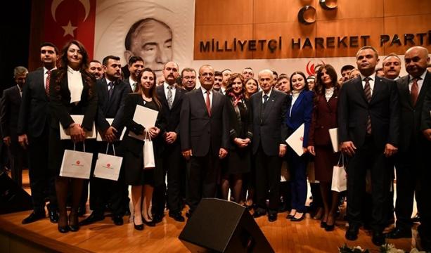 Siyaset ve Liderlik Okulu'nda sertifika heyecanı