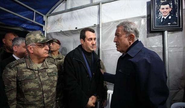Bakan Akar ve komutanlardan şehit ailesine taziye ziyareti