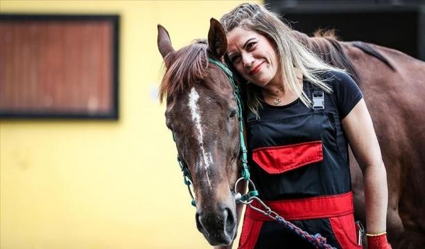 TJK fark yaratan emekçi kadınları atlarla fotoğrafladı
