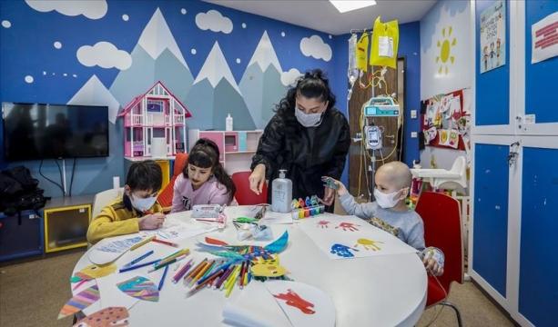 Kanser hastası çocuklar oyun atölyeleriyle moral buluyor