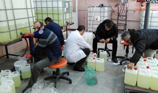 Seydişehir'de meslek lisesinde Kovid-19'a karşı dezenfektan üretimi sürüyor