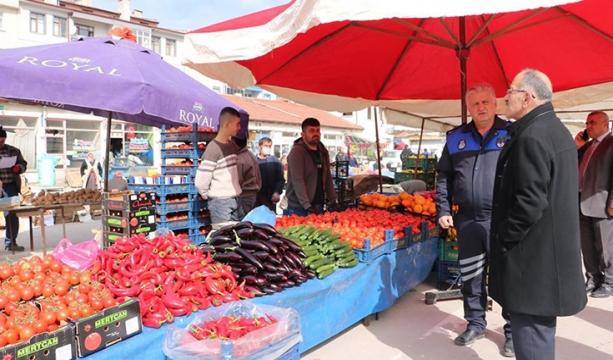 Beyşehir Belediyesi, pazar yerindeki esnaftan işgaliye ücreti almayı geçici olarak durdurdu