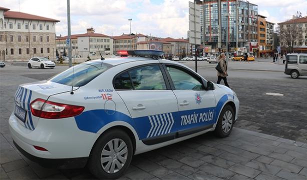 Polis ekiplerinden 'evde kalın' anonsu
