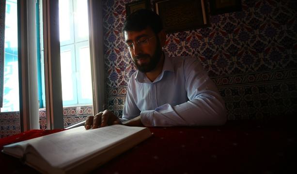Cami coşkusunu evlere taşıyan imam mahallelinin takdirini topluyor