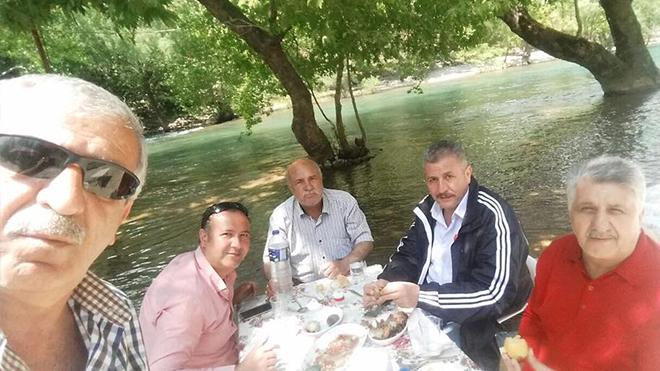 İsmail Turan dostlarıyla