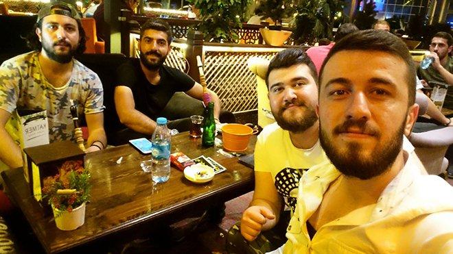 Ali Avcu arkadaşlarıyla birlikte