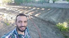 Önder Çiftçi bahçede stres attı