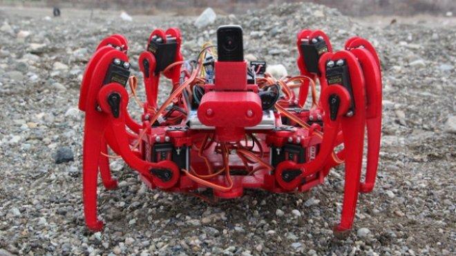 Hurda malzemelerle 'Örümcek Robot' tasarladılar