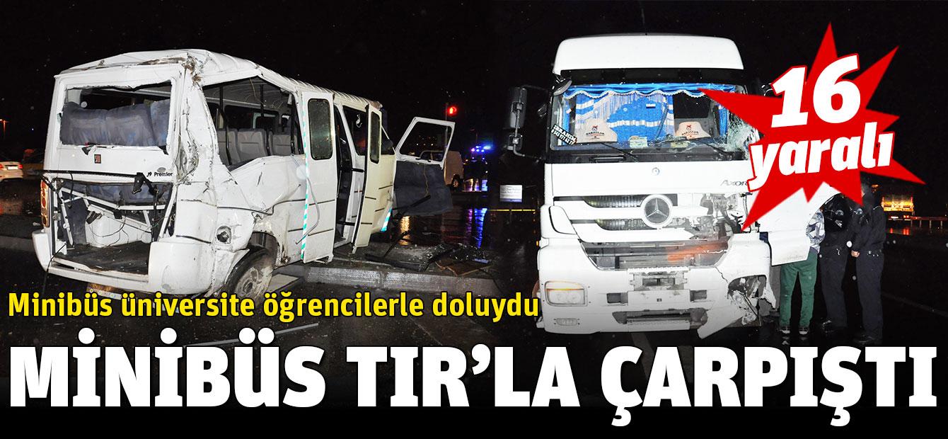 Öğrencilerin bulunduğu minibüs TIR'la çarpıştı: 16 yaralı
