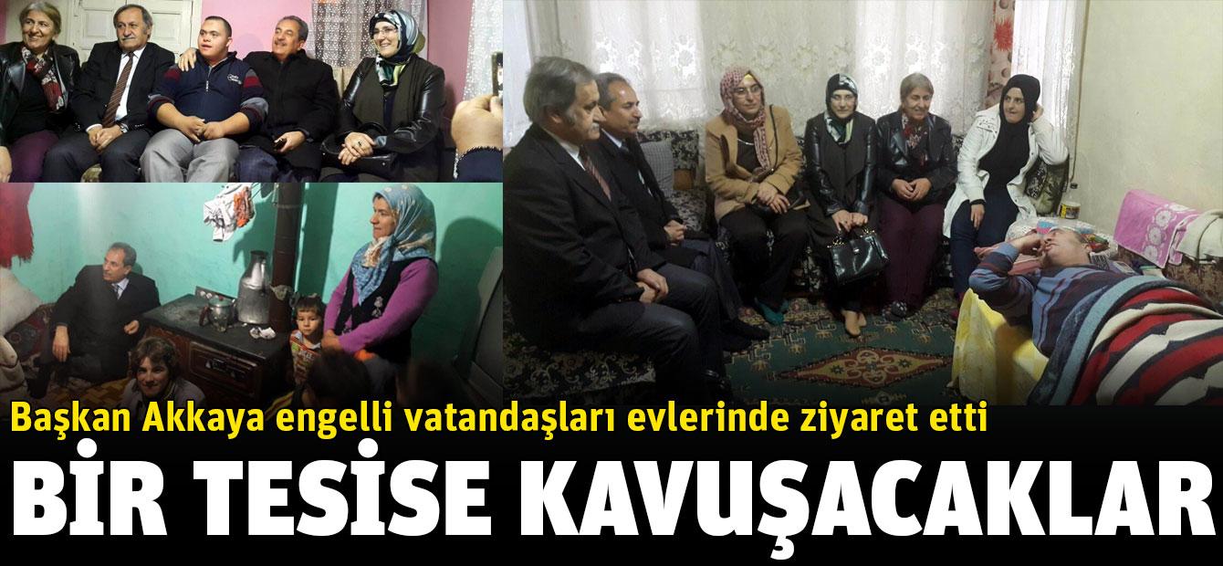 Başkan Akkaya engelli vatandaşları evlerinde ziyaret etti