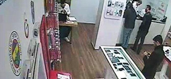 Cep telefonu hırsızı güvenlik kamerasına yakalandı