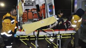 Kayarken yaralandı