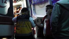 Fleks taşı iki kişiyi yaraladı