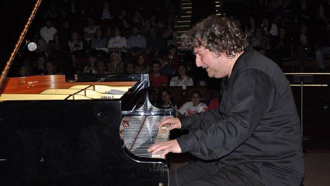 Besteci ve piyanist Uğurlu: 15 Temmuz darbe girişimini asla unutmamalıyız