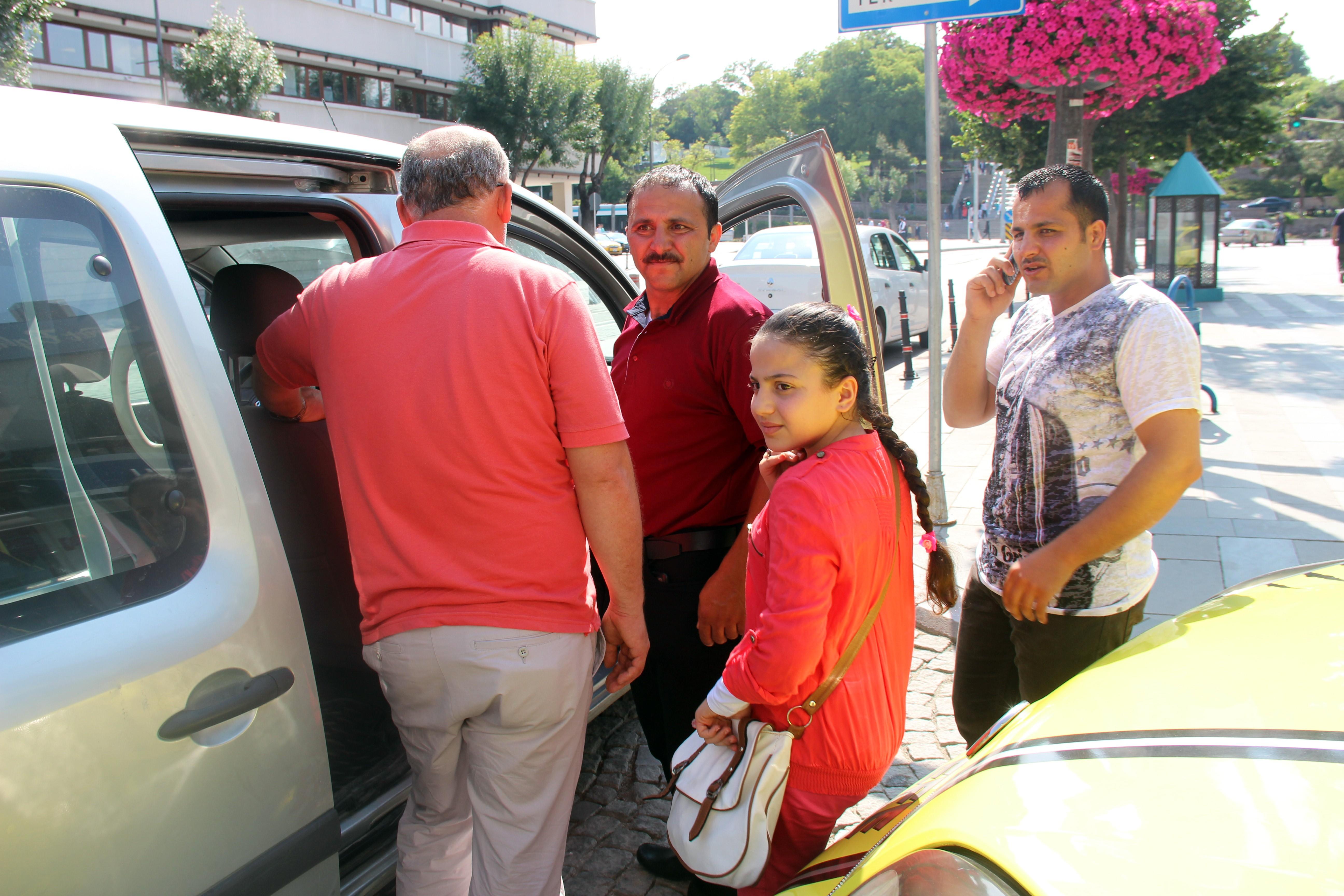 Bu sefer de Suriyeli aile küçük kızını otobüste unuttu