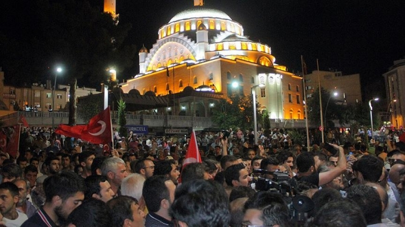 15 Temmuz'da 90 bin camide minarelerin ışıkları sönmeyecek