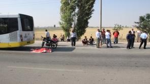 Belediye otobüsüne arkadan çarpan motosiklet sürücüsü hayatını kaybetti