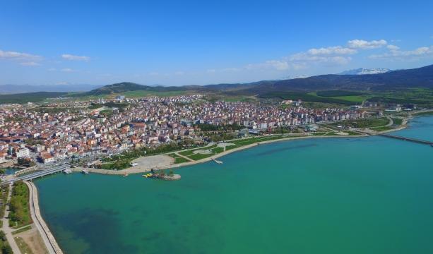 Beyşehir'in en büyük parkına yürüyüş yolu