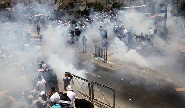 İsrail polisi Mescid-i Aksa'ya çıkan yollarda cemaate saldırdı