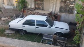 Konya'da yoldan çıkan otomobil evin bahçesine girdi