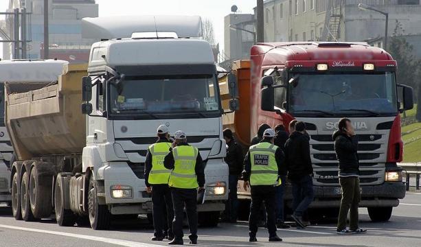 İstanbul'da rüşvet iddiasıyla 60'ı polis 102 kişi gözaltında