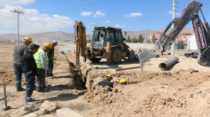 Büyükşehir'in su şebeke ağı genişliyor