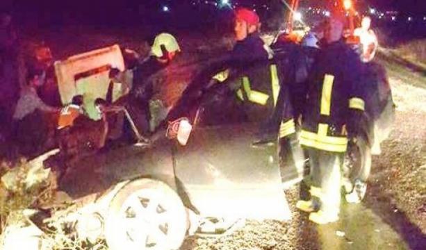 Denizli'de otomobil traktöre çarptı: 1 ölü, 3 yaralı