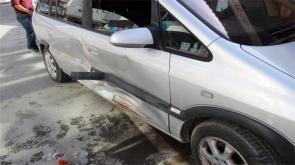 Konya'da kaza yapan sürücü aracı yakmaya çalıştı