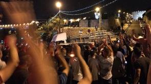 İsrail polisi Mescid-i Aksa'nın kapısındaki demirleri de kaldırdı