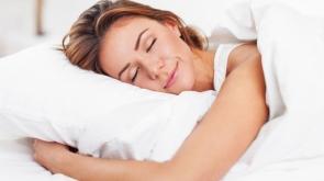 'Uyku pozisyonunuz kırışıklıklarınızı arttırabilir'