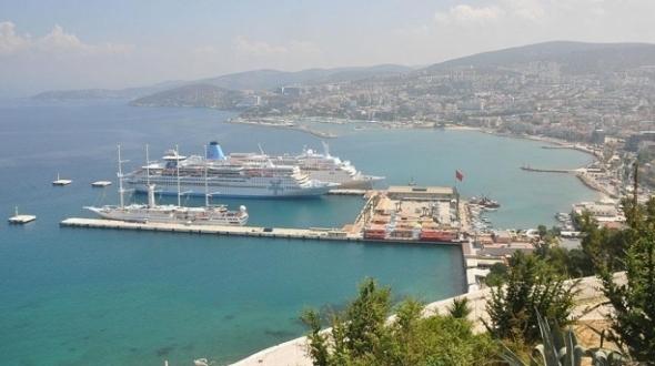Kruvaziyer gemiler en çok Kuşadası'na uğradı #ekonomi