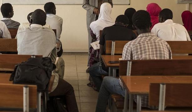 Afrikalı öğrencileri daha fazla himmet için kullanmışlar