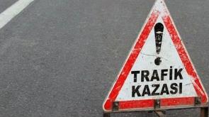 Aksaray'da otomobil refüje çarptı: 3 yaralı