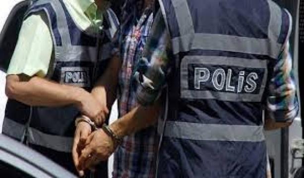 Aranan FETÖ üyesi havaalanında yakalandı #konyahaber