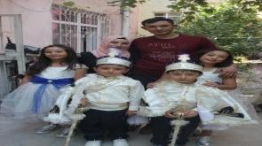 Eroğlu ailesi  aynı karede