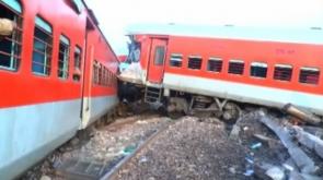 Hindistan'da tren raydan çıktı: 74 yaralı