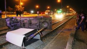 Kamyonet, hareket halindeki tramvayın önüne düştü #konyahaber