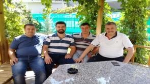 Turan, dostlarıyla bahçe keyfi yaptı