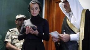Ruslar başörtüsü takan Zaharova'ya 'ateş püskürdü'