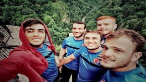 Abdullah Sevinç sporcu dostlarıyla