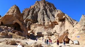 Aksaray'daki peri bacaları turistlerin ilgi odağı oldu