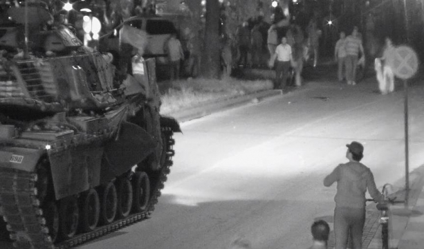 Tankçı FETÖ'cü eski komutandan 'ezin, geçin' talimatı