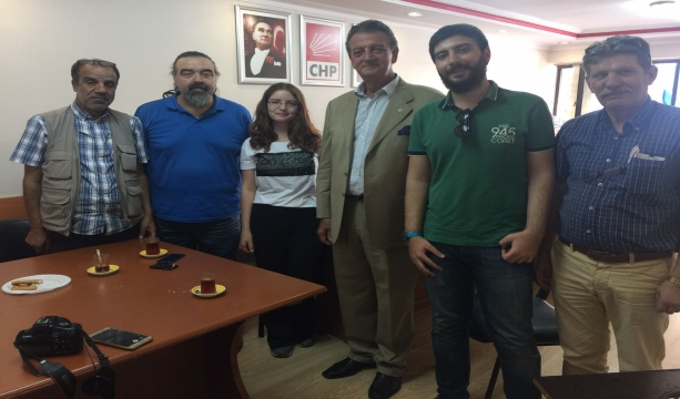 Milletvekili Bozkurt gazetecilerle bir arada
