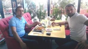 Erkan Bey dostuyla kahvaltıda buluştu