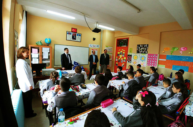 Konya Haber:  Konya Hüyük'te öğrencilere giyim yardımı