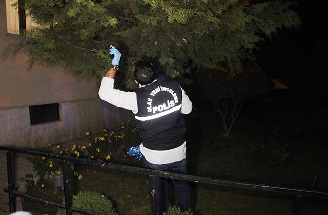 Konya Haber:  Konya'da 7'inci kattan atladı önce çam ağacının üzerine ardından yere düştü.